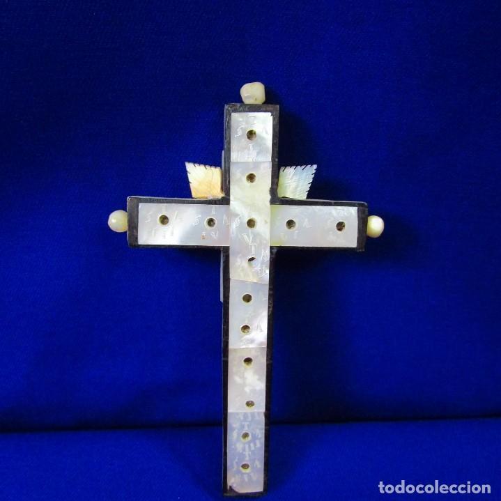 Antigüedades: Cruz de Jerusalén en madera y Nácar con crucificado en metal. Siglo XIX. - Foto 14 - 194364515