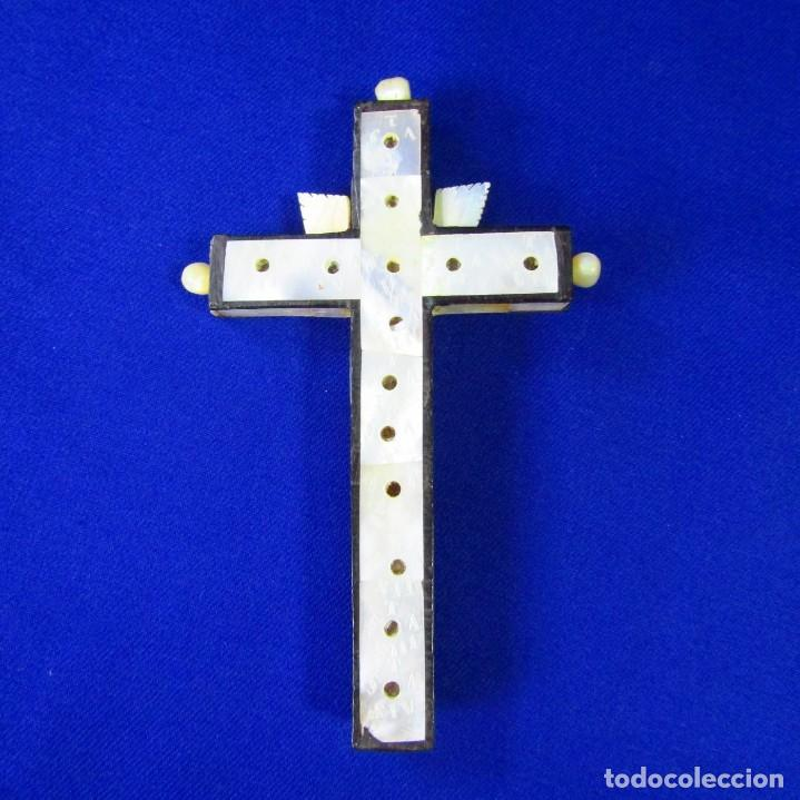 Antigüedades: Cruz de Jerusalén en madera y Nácar con crucificado en metal. Siglo XIX. - Foto 15 - 194364515