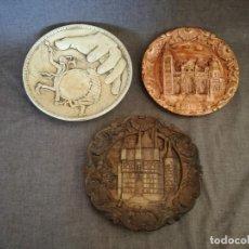 Antigüedades: LOTE DE 3 PLATOS DE DECOARCIÓN, CON RELIEVES. Lote 194377388