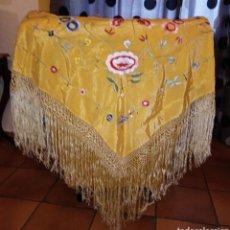 Antigüedades: MANTON DE MANILA - DECORADO CON BORDADOS FLORALES - GRAN TAMAÑO. Lote 194382007