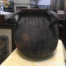 Antigüedades: GRAN OLLA DE BARRO CON ASAS , PROCEDENTE DEL NORTE DE LA COMUNIDAD VALENCIANA . Lote 194385641