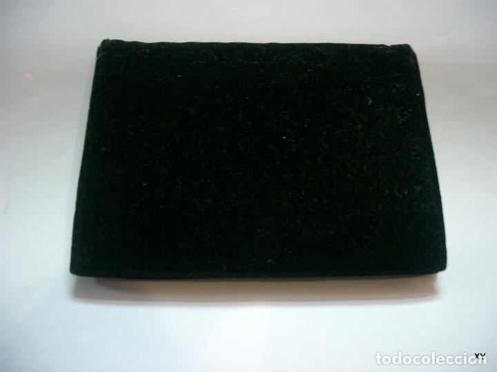 Antigüedades: Antiguo bolsito o cartera de señora en terciopelo con cierre en metal plateado - Foto 6 - 194385980