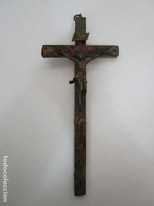 Antigüedades: Antiguo Crucifijo a la Cruz - Cruz de Madera, Carey y Latón - Cristo en Bronce - S. XVIII-XIX - Foto 6 - 213602137