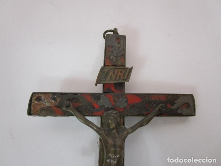 Antigüedades: Antiguo Crucifijo a la Cruz - Cruz de Madera, Carey y Latón - Cristo en Bronce - S. XVIII-XIX - Foto 9 - 213602137