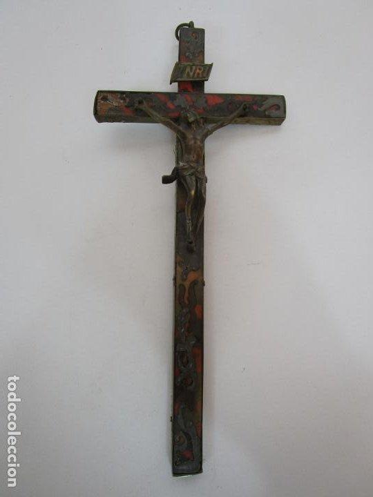 Antigüedades: Antiguo Crucifijo a la Cruz - Cruz de Madera, Carey y Latón - Cristo en Bronce - S. XVIII-XIX - Foto 10 - 213602137