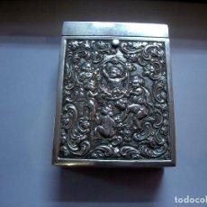 Antigüedades: CAJA PITILLERA REPUJADA EN PLATA DE LA ESTRELLA. Lote 194386936