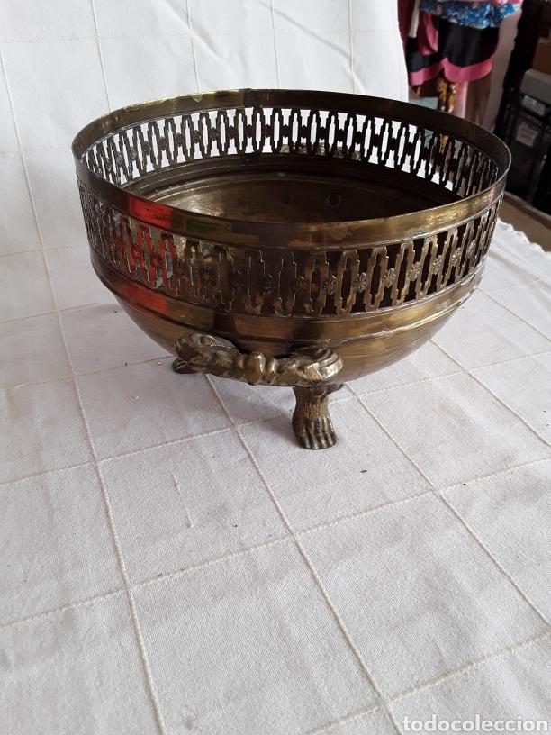 Antigüedades: Centro de mesa o macetero de laton y bronce - Foto 2 - 194387780