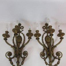 Antigüedades: PAREJA APLIQUES ESTILO LUIS XVI - 3 LUCES - BRONCE CINCELADO - 80 CM ALTURA - PRINCIPIOS S. XX. Lote 194390905