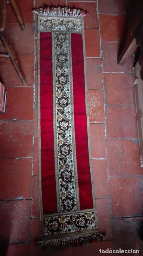 TAPETE DECORADO CON FLORES TERCIOPELO HILO DE ORO (Antigüedades - Hogar y Decoración - Tapetes Antiguos)