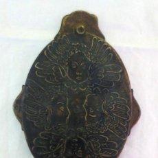 Antigüedades: ESPEJO DE MANO DE TOCADOR CON QUERUBINES. Lote 194394138