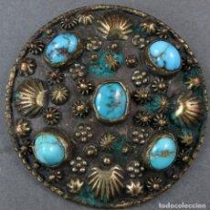 Antigüedades: BROCHE EN PLATA CON INCRUSTACIONES DE LAPISLÁZULI SIGLO XX. Lote 194398782