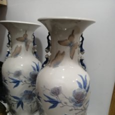 Antigüedades: JARRONES PEKIN MARIPOSAS. Lote 194405580
