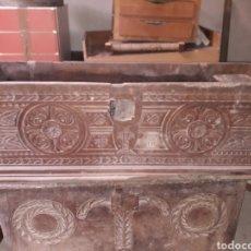 Antigüedades: ARCAS VASCO NAVARRAS SIGLO XVII. Lote 194406318