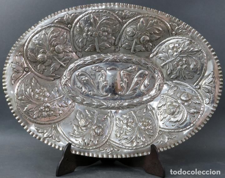 Antigüedades: Bandeja en plata cincelada española siglo XVIII - Foto 3 - 194407902