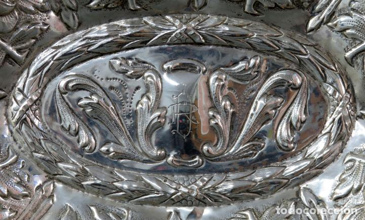 Antigüedades: Bandeja en plata cincelada española siglo XVIII - Foto 4 - 194407902