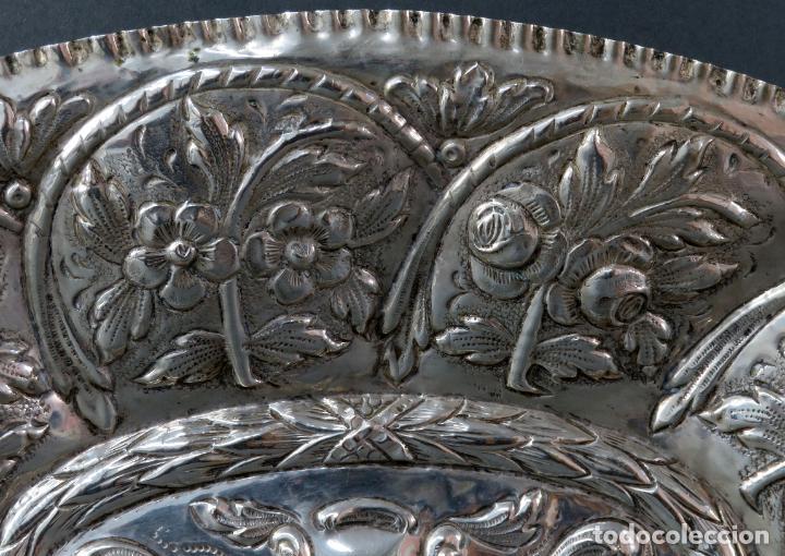 Antigüedades: Bandeja en plata cincelada española siglo XVIII - Foto 5 - 194407902