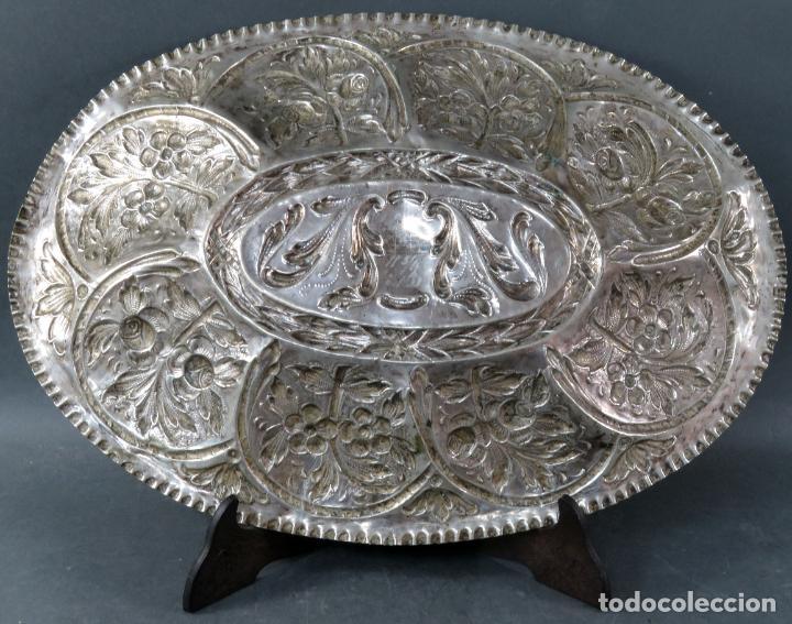 Antigüedades: Bandeja en plata cincelada española siglo XVIII - Foto 7 - 194407902