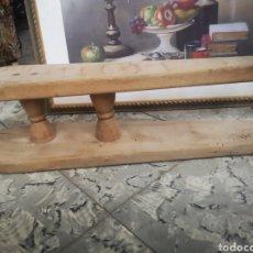 Antigüedades: ANTIGUA TABLA DE PLANCHAR DE MADERA. Lote 194489585