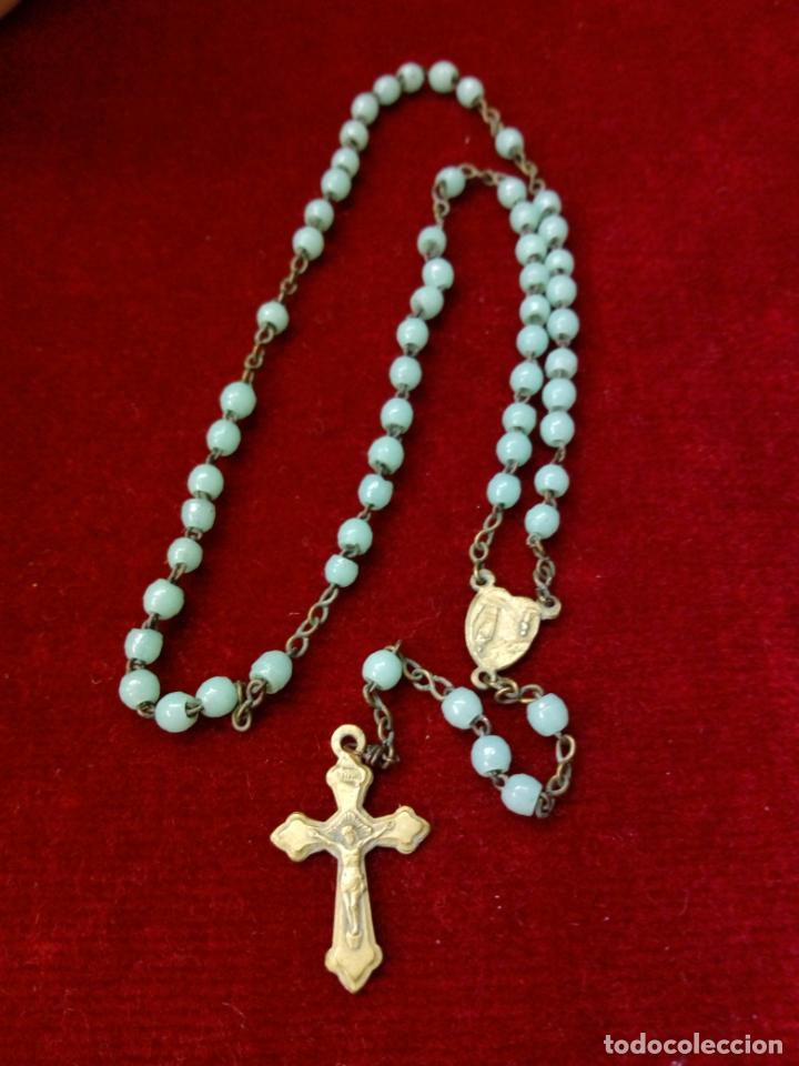 Antigüedades: antiguo rosario con cuentas de cristal con virgen de lourdes y marie concue sans peche - france - Foto 2 - 194490445