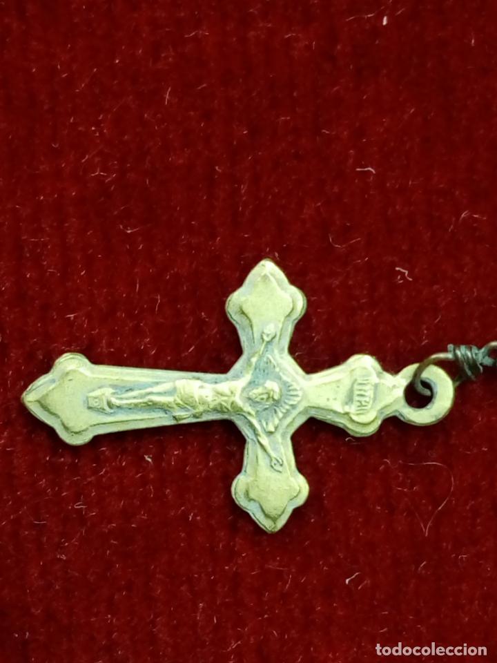 Antigüedades: antiguo rosario con cuentas de cristal con virgen de lourdes y marie concue sans peche - france - Foto 3 - 194490445