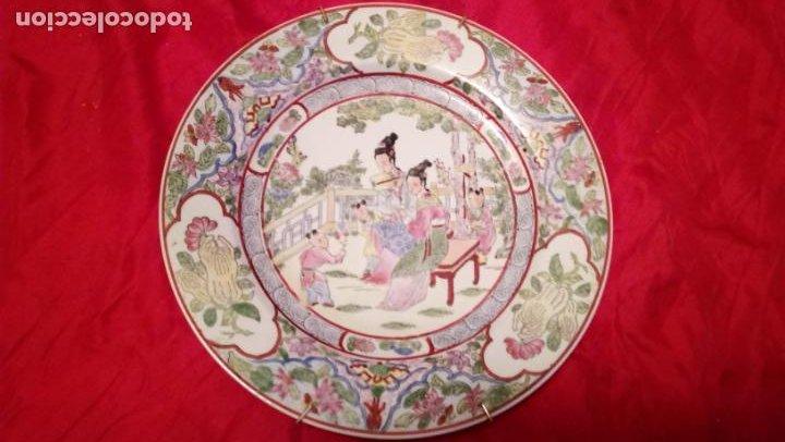 Antigüedades: PLATO DE COLGAR EN LA PARED CREO QUE CHINO PERO DE CALIDAD - Foto 2 - 194491095