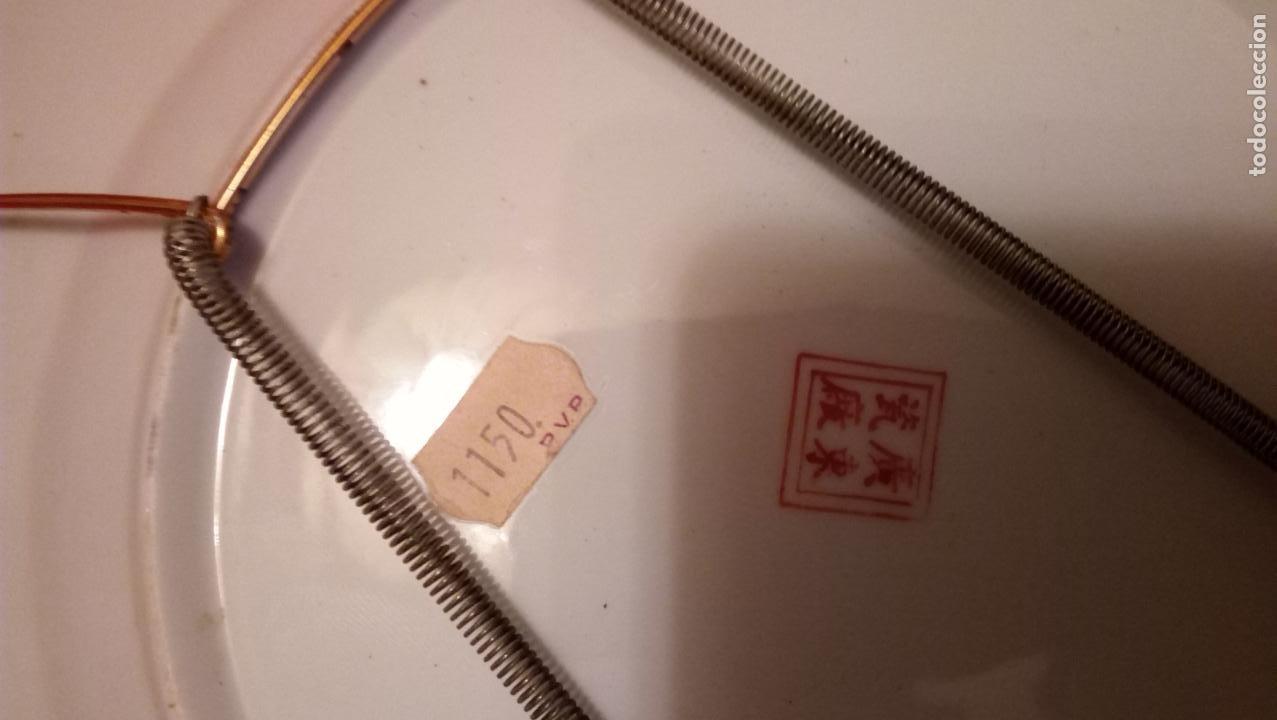 Antigüedades: PLATO DE COLGAR EN LA PARED CREO QUE CHINO PERO DE CALIDAD - Foto 6 - 194491095