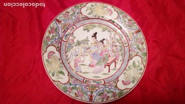 PLATO DE COLGAR EN LA PARED CREO QUE CHINO PERO DE CALIDAD (Antigüedades - Porcelanas y Cerámicas - China)