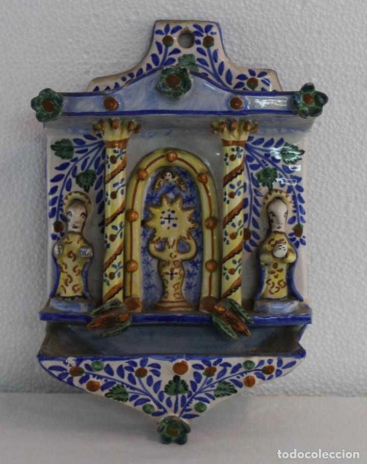BENDITERA PILA EN CERÁMICA ESMALTADA A MANO DE MANISES GIMENO - MEDIADOS SIGLO XX (Antigüedades - Porcelanas y Cerámicas - Manises)