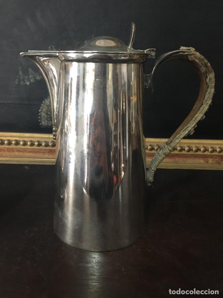 Antigüedades: CAFETERA Y CHOCOLATERA INGLESAS EN METAL PLATEADO. - Foto 2 - 194493416