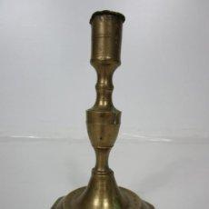 Antigüedades: ANTIGUO CANDELABRO - BRONCE CINCELADO - 18 CM ALTURA - S. XIX. Lote 194497605