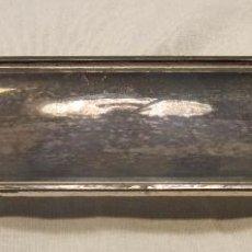 Antigüedades: BANDEJA DE PLATA. DE TOCADOR? PLATA DE LEY. JOSÉ ANTONIO AMOR. PESO 77GR. PUNZONES. Lote 194500845