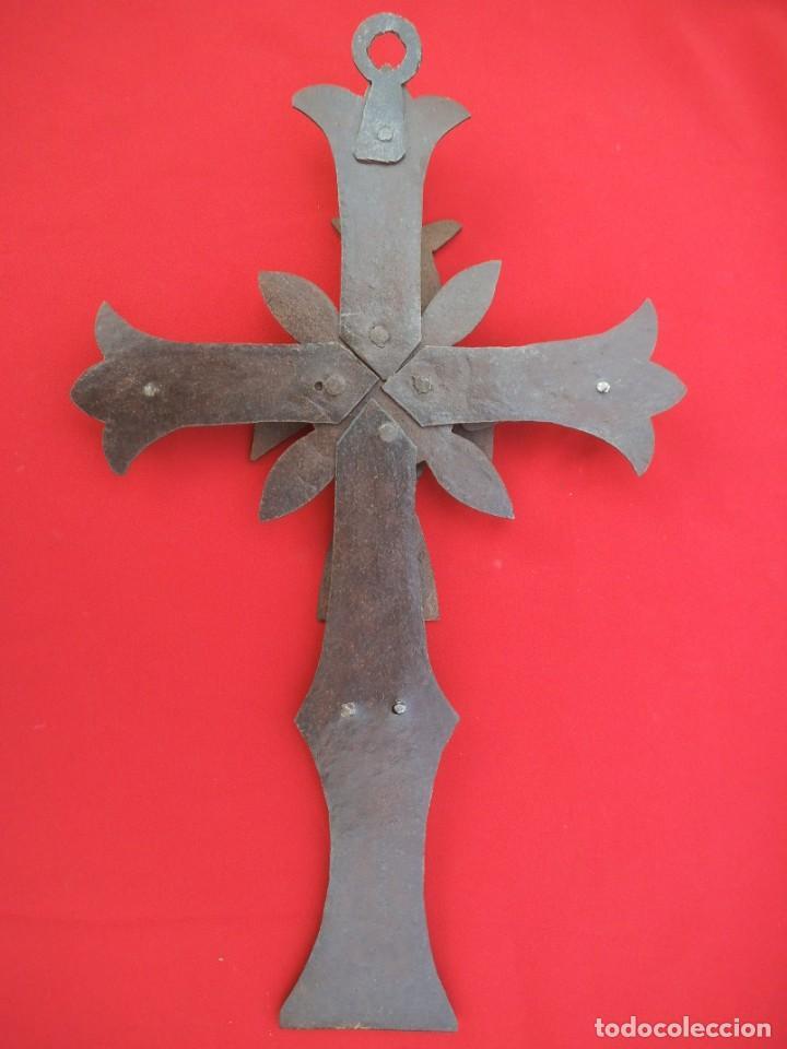 Antigüedades: CRUCIFIJO EN HIERRO FORJADO - Foto 2 - 194502130