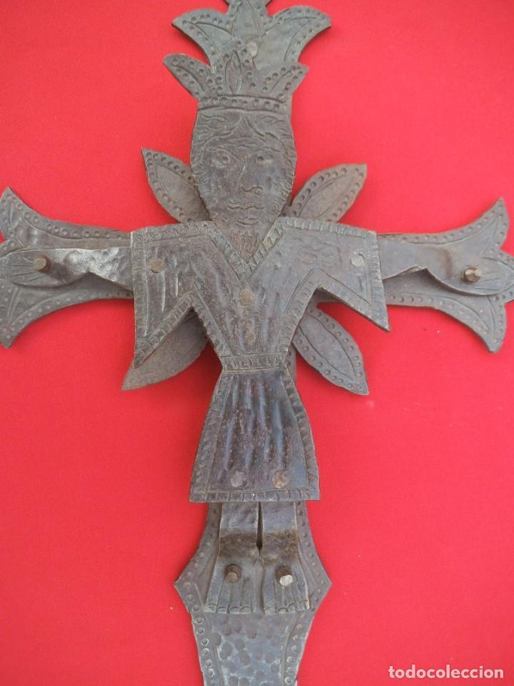 Antigüedades: CRUCIFIJO EN HIERRO FORJADO - Foto 3 - 194502130