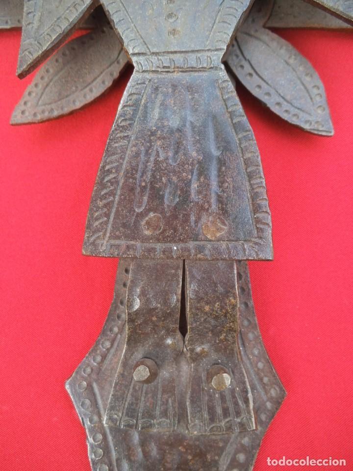 Antigüedades: CRUCIFIJO EN HIERRO FORJADO - Foto 6 - 194502130