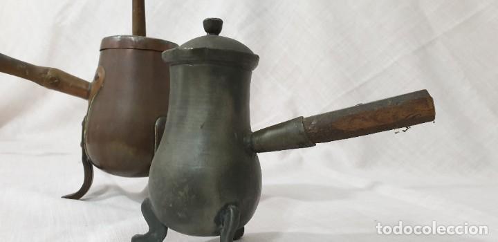 CHOCOLATERAS COBRE Y ESTAÑO (PAREJA) (Antigüedades - Técnicas - Rústicas - Utensilios del Hogar)