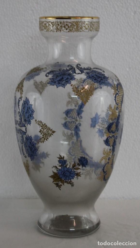 Antigüedades: JARRÓN EN CRISTAL SOPLADO DECORADO CON MOTIVO FLORAL EN AZUL Y DORADO - MEDIADOS SIGLO XX - Foto 4 - 194505317