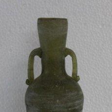 Antigüedades: ANFORA JARRÓN EN CRISTAL SOPLADO DE COLOR VERDE - SIGLO XX. Lote 194505995