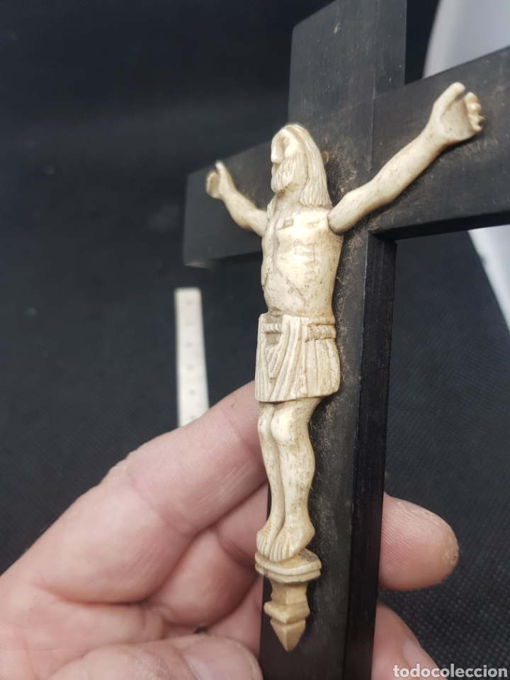 Antigüedades: Antiguo Cristo talla en hueso sobre cruz de madera noble crucifijo - Foto 6 - 194511313