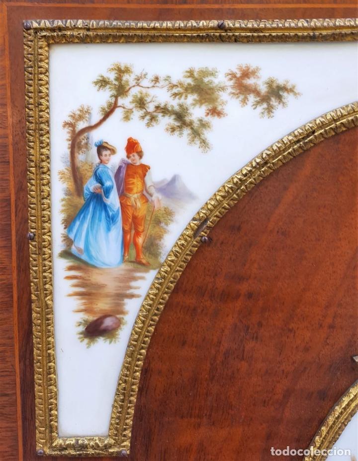 Antigüedades: ENTREDOS. MADERA DE NOGAL. PORCELANA PINTADA A MANO. ESTILO LUIS XVI. ESPAÑA. SIGLO XIX. - Foto 24 - 167923224