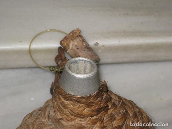 Antigüedades: Antigua cantimplora de aluminio forrada de mimbre. - Foto 5 - 194523401