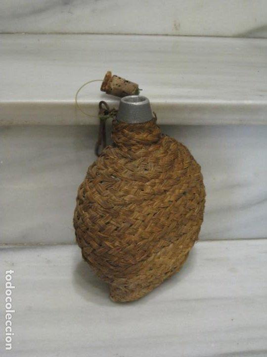 Antigüedades: Antigua cantimplora de aluminio forrada de mimbre. - Foto 6 - 194523401