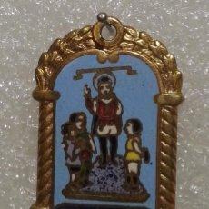 Antigüedades: MEDALLA ESMALTADA FIESTA DE LOS NIÑOS DE LA CALLE SAN VICENTE DE VALENCIA. LATÓN. PERFECTO ESMALTE. . Lote 194528583