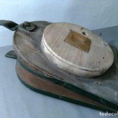 Antigüedades: ANTIGUO FUELLE DE PIÉ. Lote 194531126