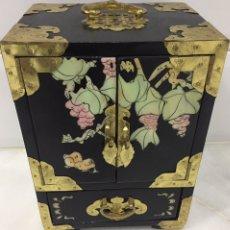 Antigüedades: ANTIGUO JOYERO CHINO CON MADREPERLA. Lote 194537656