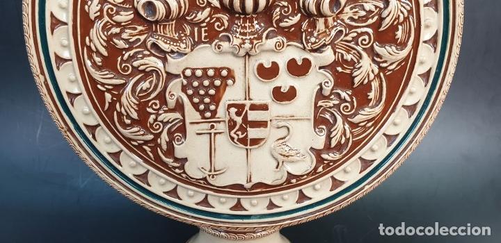 Antigüedades: PAREJA DE JARRAS. CERÁMICA ESMALTADA. PINTADA A MANO. ALEMANIA. SIGLO XX. - Foto 23 - 156023518
