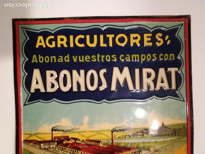 Antigüedades: FORMIDABLE CARTEL CHAPA PLANCHA ABONOS MIRAT AÑOS 30´s LITOGRAFIADA en RELIEVE - Foto 2 - 194542121