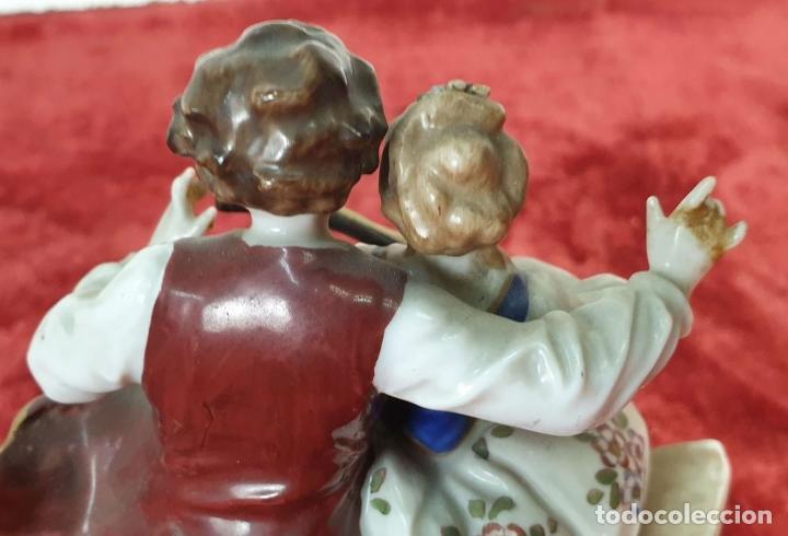 Antigüedades: PAREJA TOCANDO EL LAUD. PORCELANA ESMALTADA. ALEMANIA. SIGLO XIX-XX. - Foto 10 - 194556452