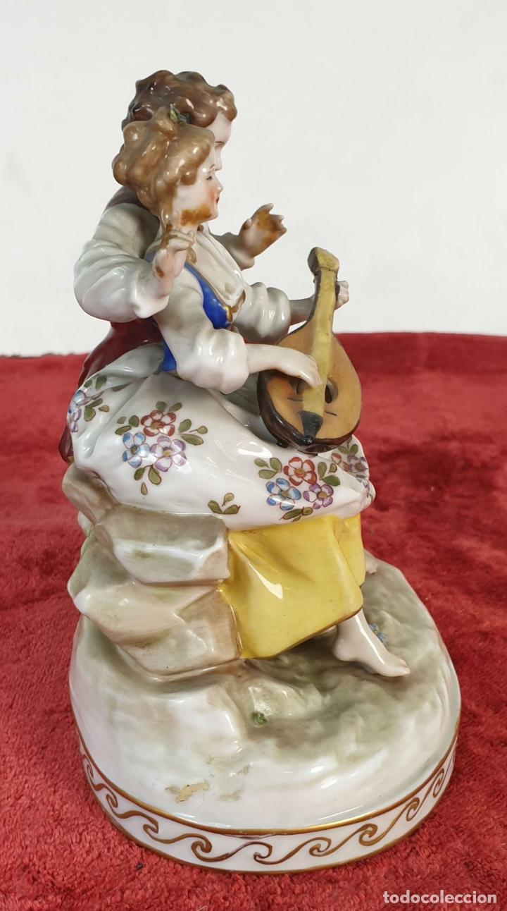 Antigüedades: PAREJA TOCANDO EL LAUD. PORCELANA ESMALTADA. ALEMANIA. SIGLO XIX-XX. - Foto 14 - 194556452
