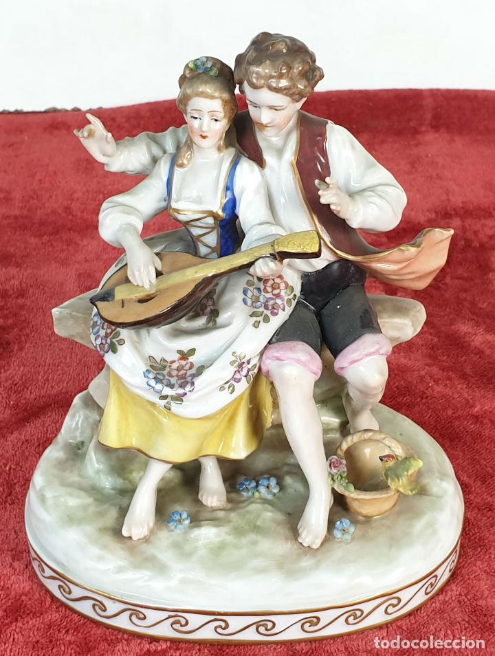 PAREJA TOCANDO EL LAUD. PORCELANA ESMALTADA. ALEMANIA. SIGLO XIX-XX. (Antigüedades - Porcelana y Cerámica - Alemana - Meissen)
