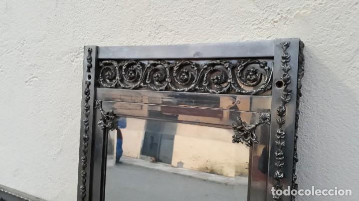 Antigüedades: Armario antiguo de metal repujado estilo Luis XVI. Armario antiguo metálico hierro espejos antiguos. - Foto 4 - 194537333